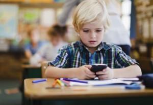 Dezavantajele folosirii telefonului mobil de catre elevi si copii