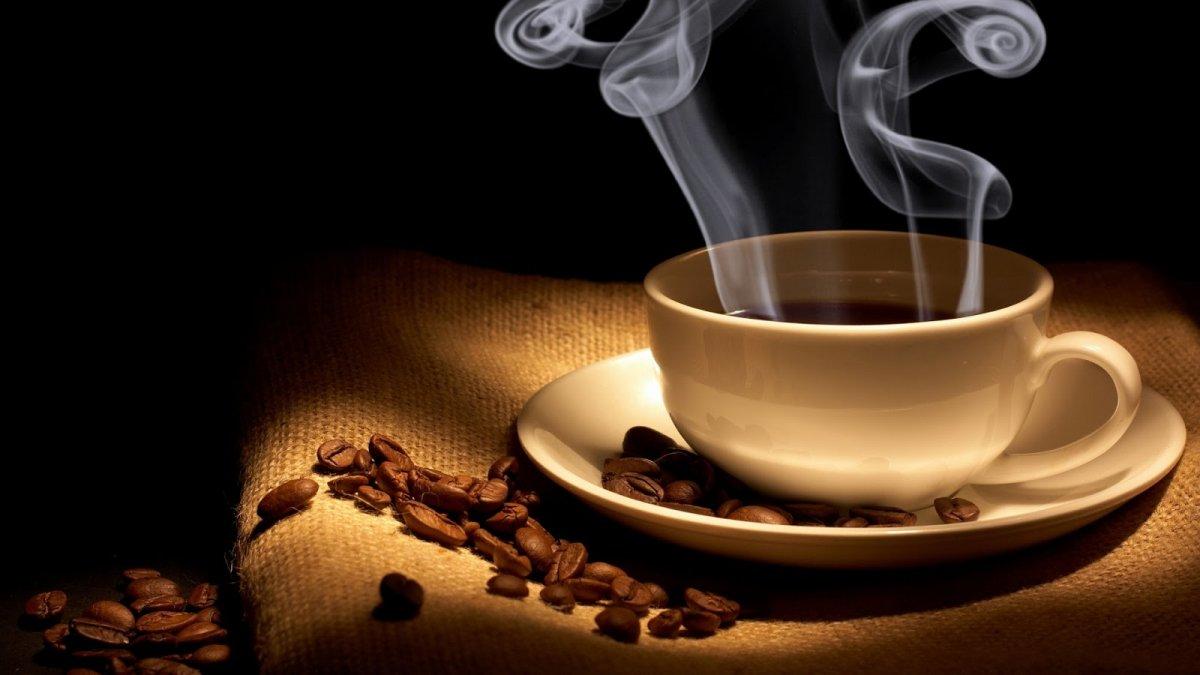 De ce beau oamenii zilnic cafea?